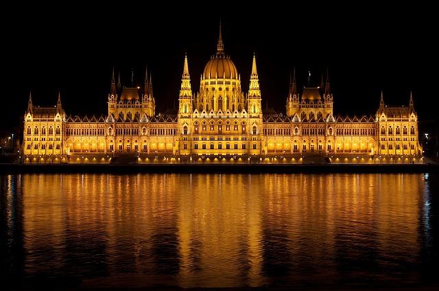 Budapest, det ungarske parlament, storbyferie i efteråret.