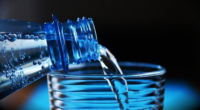 Undgå jetlag ved at drikke vand - vandflaske