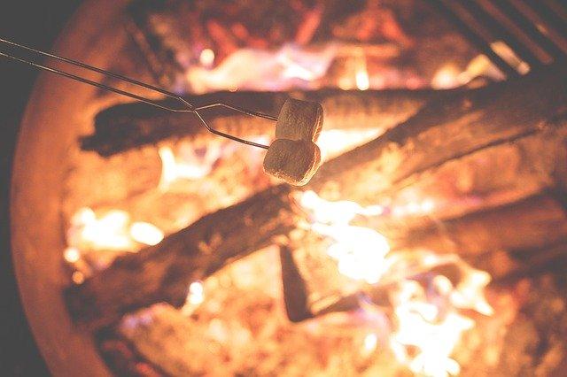 Lejrbål med skumfiduser