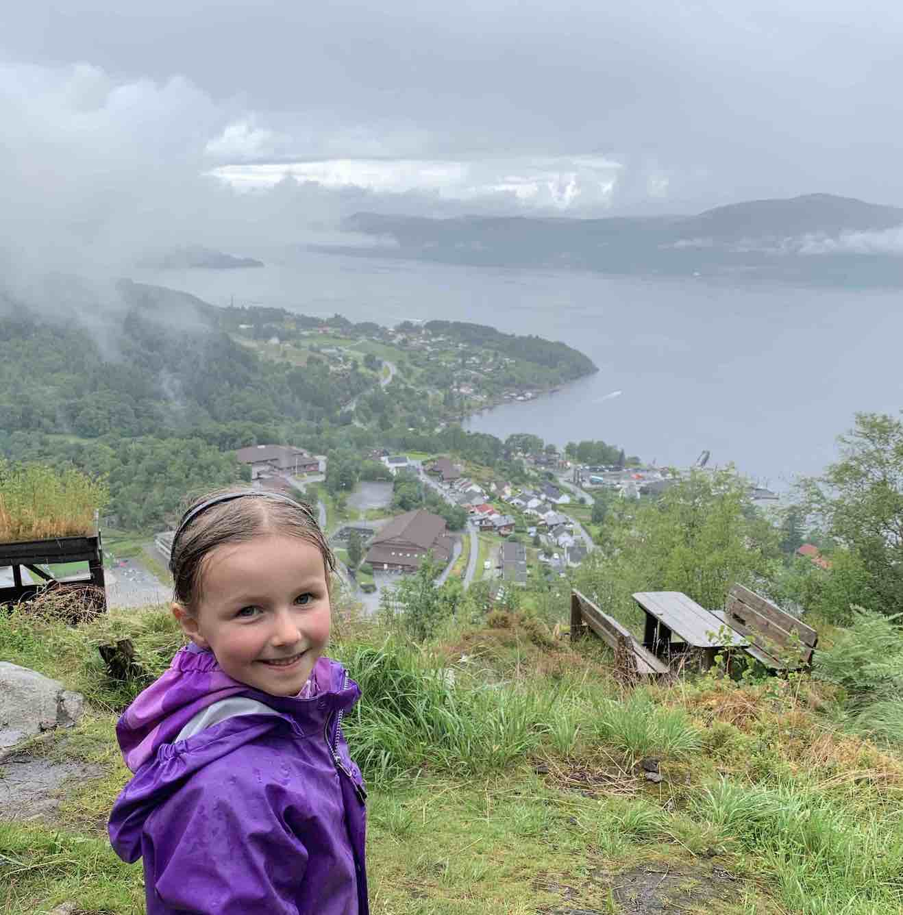 Oplev Hjelmeland i Norge med børn