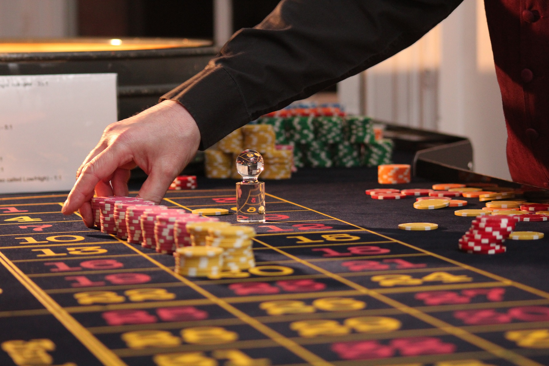 Online eller ægte casino-atmosfære?