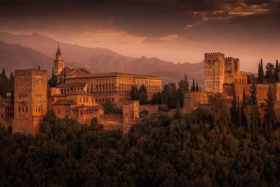 Alhambra – tips og tricks til en dag ved Det Røde Slot i Spanien